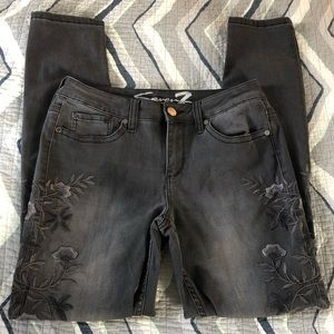 Seven7 black embroidered skinny jeans Size 8